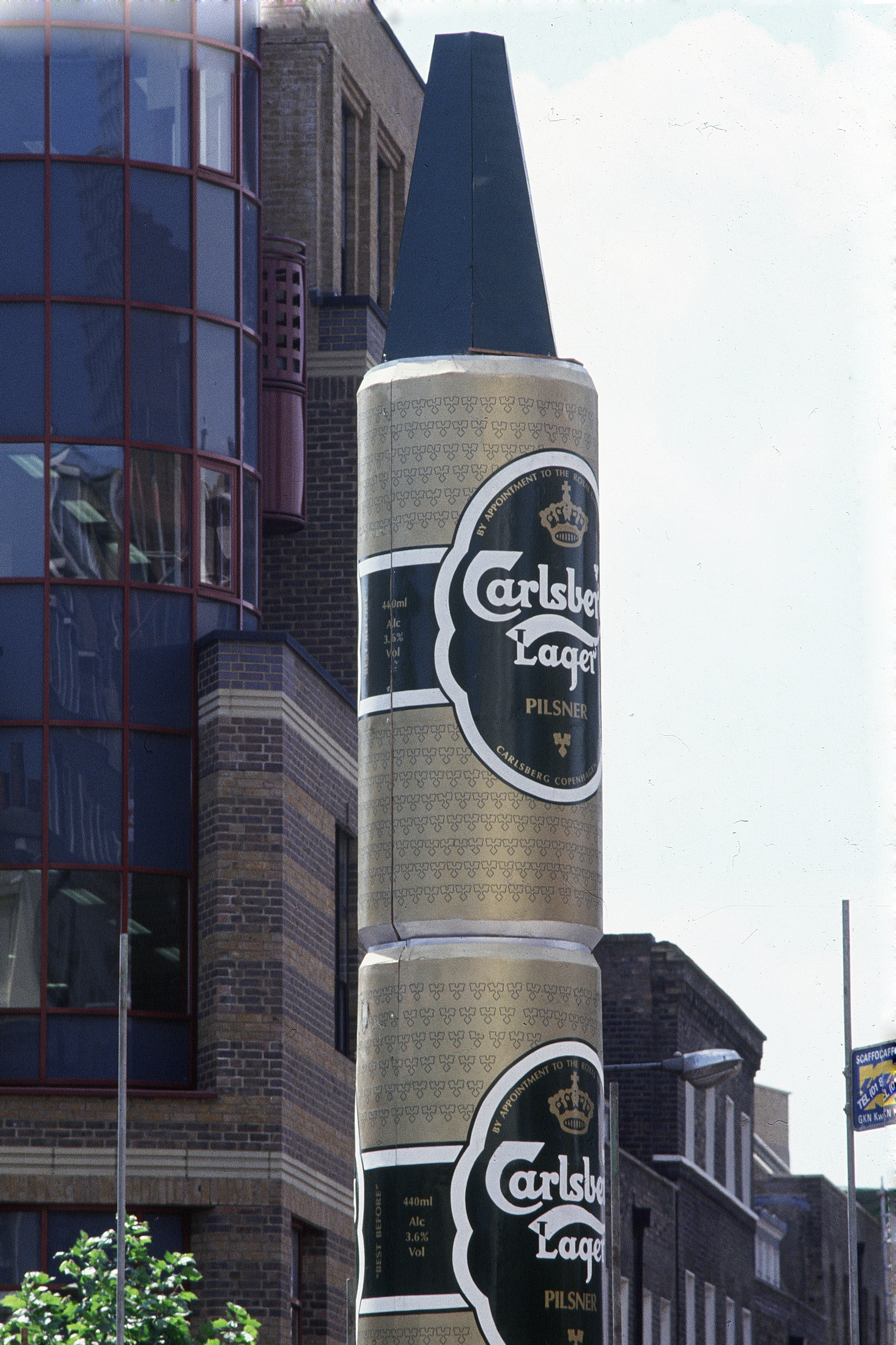July 1989, the giant Carlsberg lager cans hiding the Sundial Pillar the day before the unveiling raised £10,000.