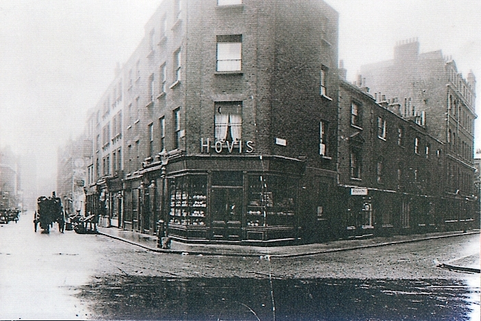 Circa 1910. Corner of Earlham Street west and Mercer Street north.
