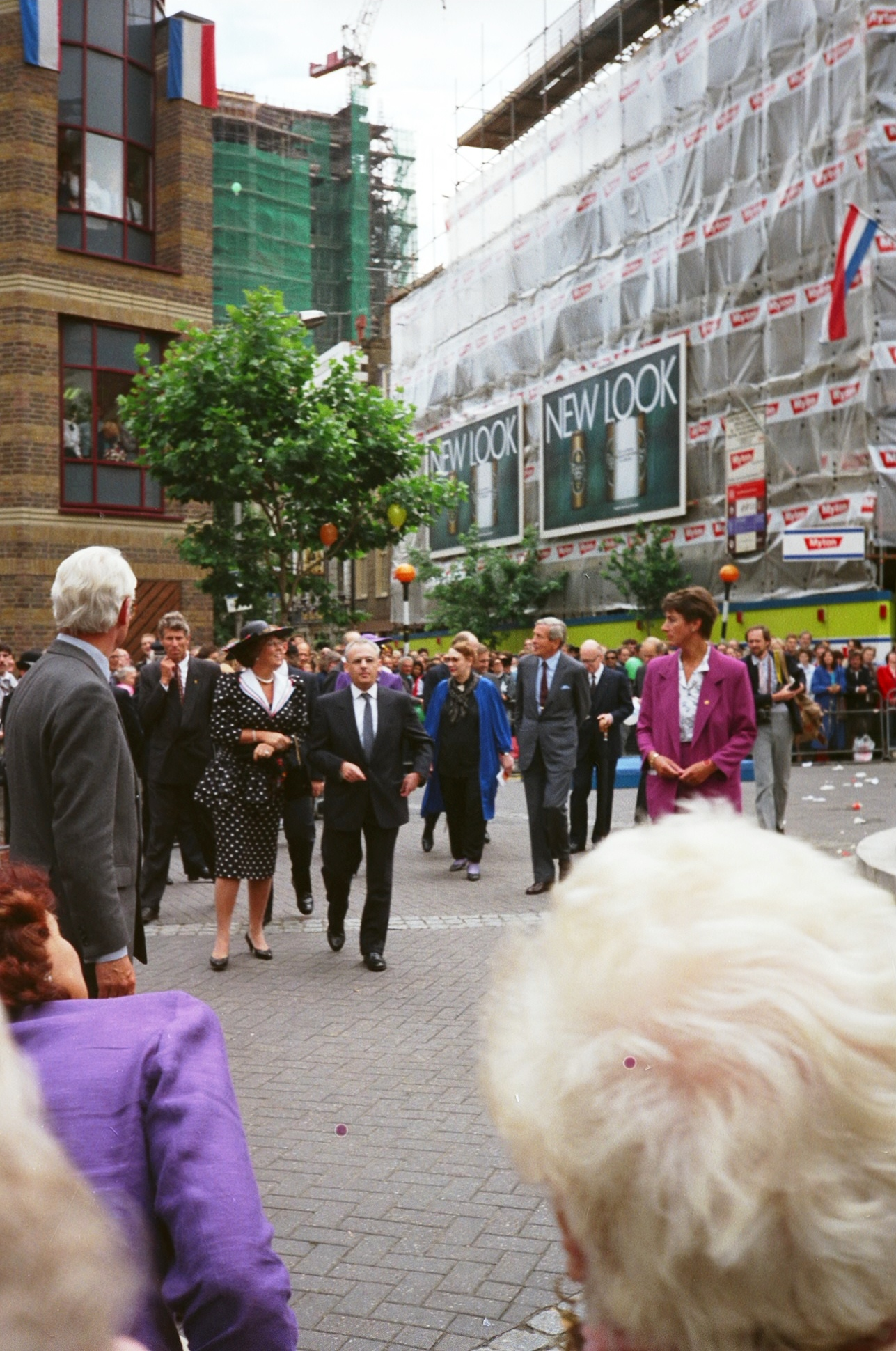 The Royal walkabout gets underway.