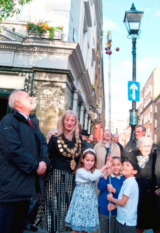 Superstars with magic wand. Rt Hon Frank Dobson MP, and Cllr Louise Hyams, Lord Mayor of Westminster.