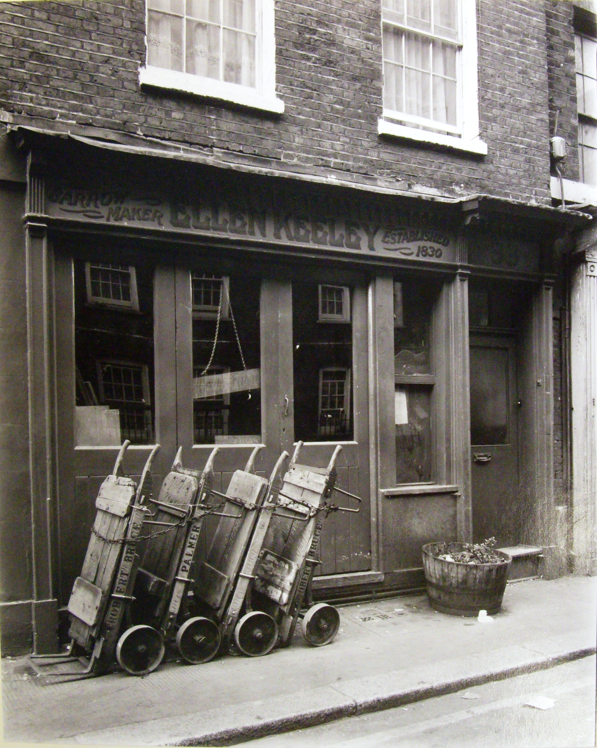 1980 Ellen Keeley's the famous barrowmakers, in Neal Street.