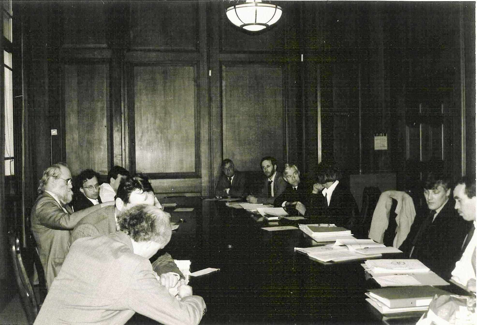 The first meeting of Camden Council at which restoring the Sundial Pillar was discussed, 1985