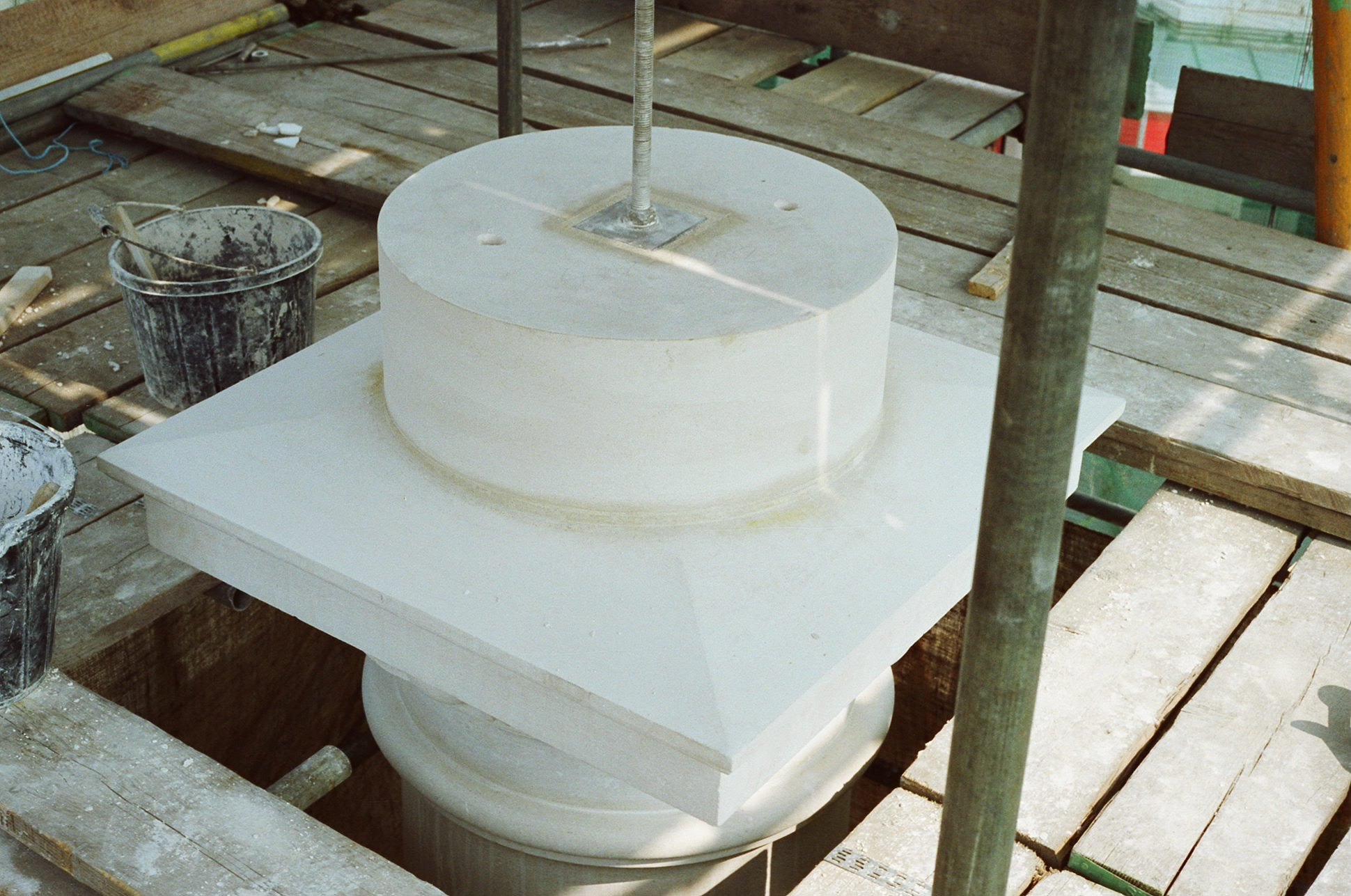 The shaft stone in position: note the central tension rod.