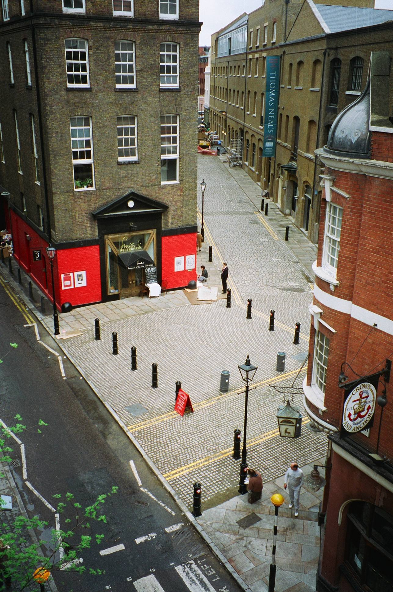 1984: Neal Street and Earlham Street east almost completed. Skilled painting of the Golden Hind motif on the street furniture underway.