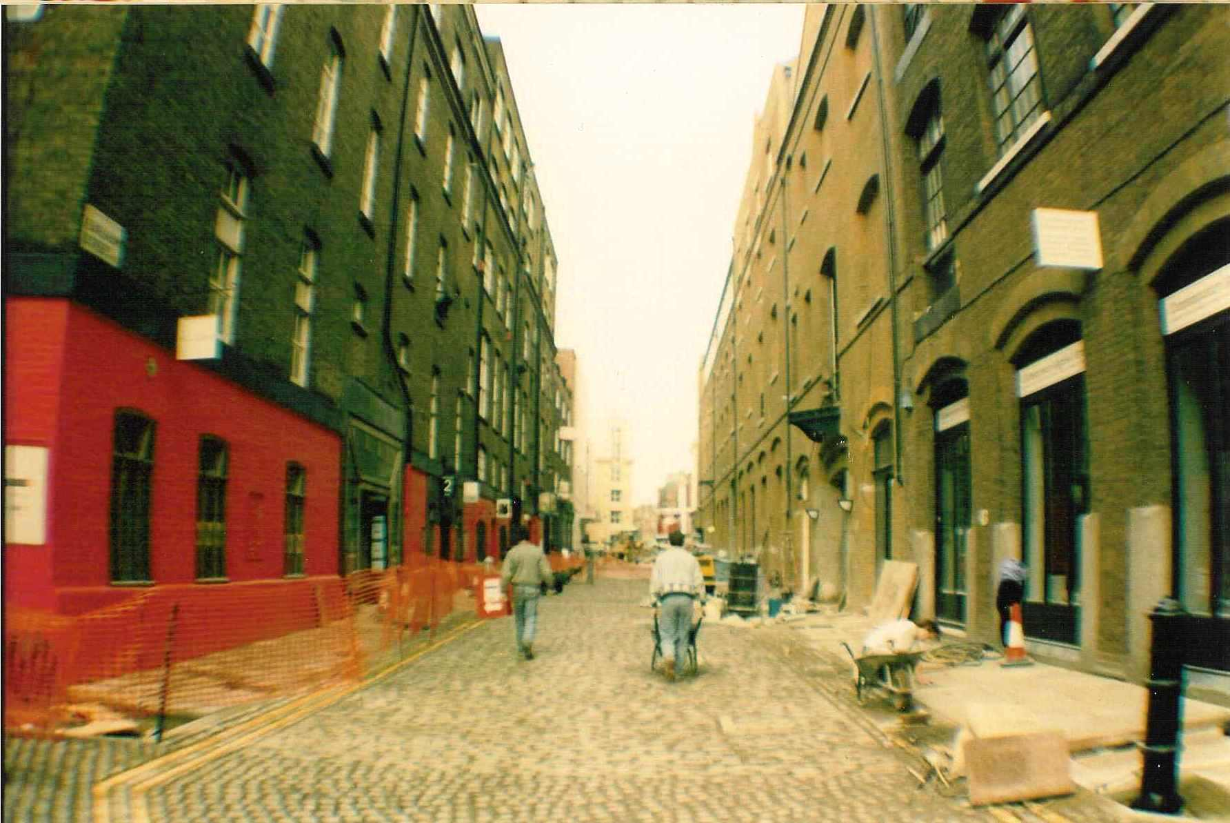Earlham Street east sett laying.