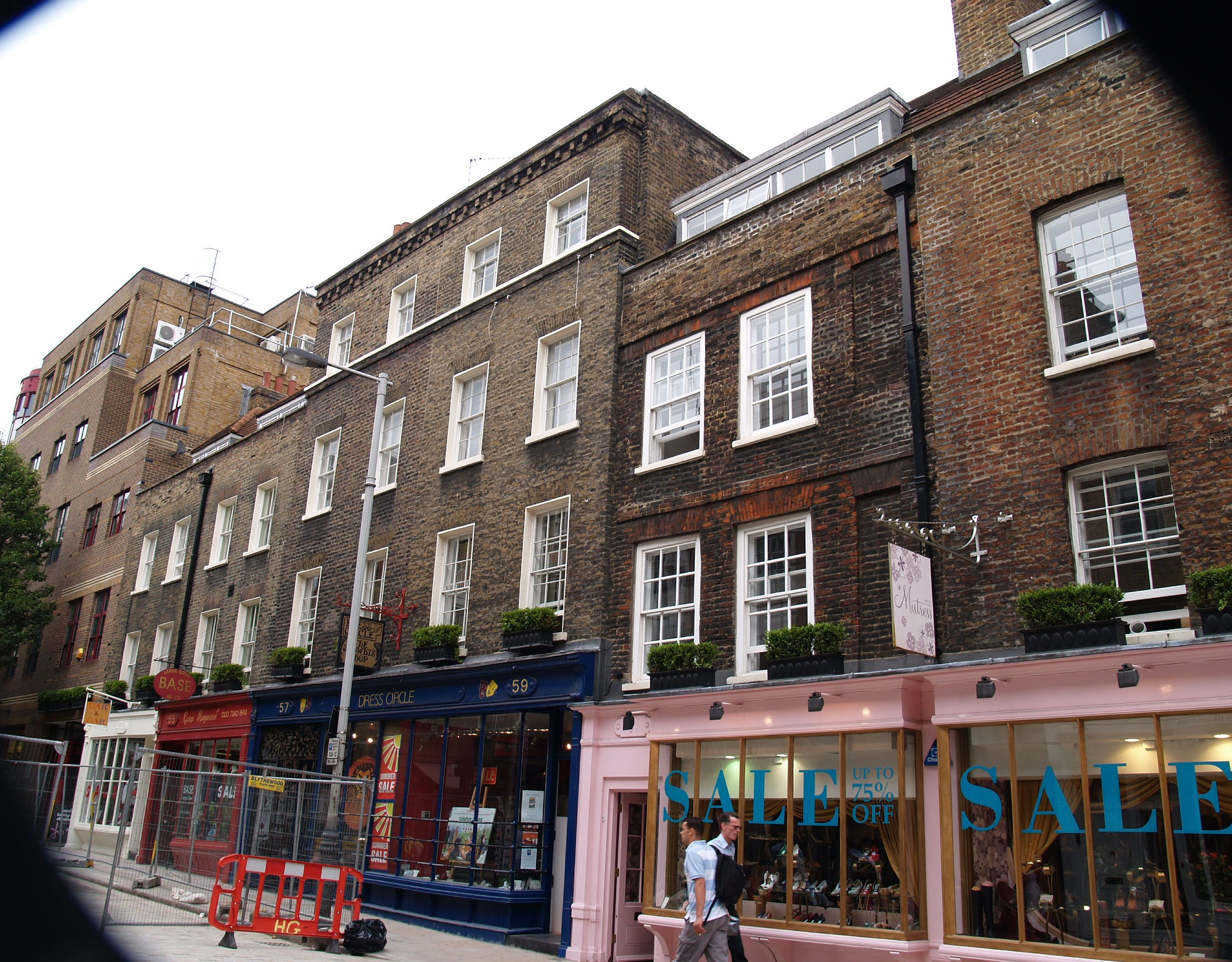 P&O Properties proposed demolition of this section of Monmouth Street (South), but the application was defeated at appeal and new owners Shaftesbury PLC restored the facades in line with the recommendations of the Seven Dials Renaissance Study. See Planning Appeals.