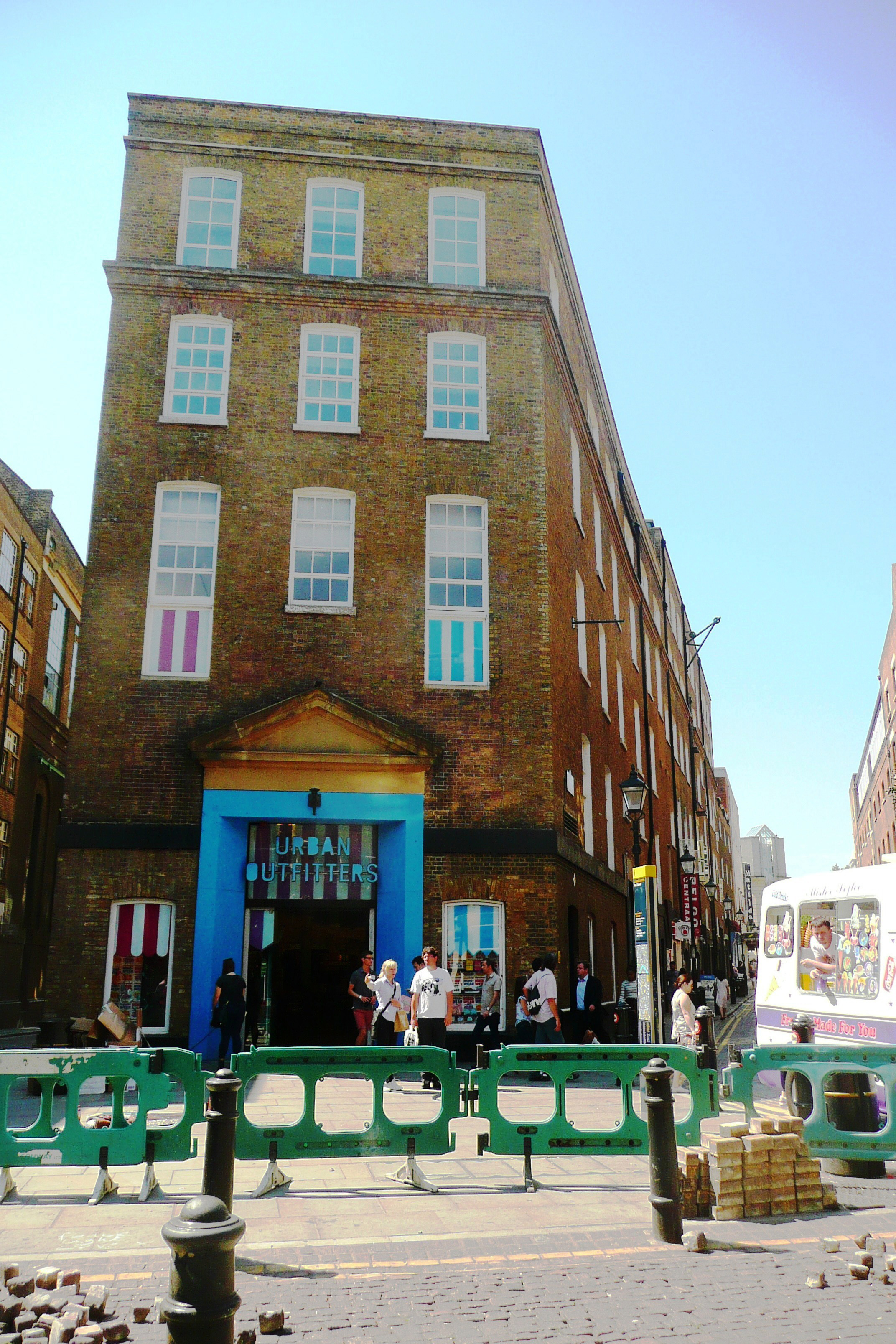 Seven Dials key 18c ex-brewery building listed.