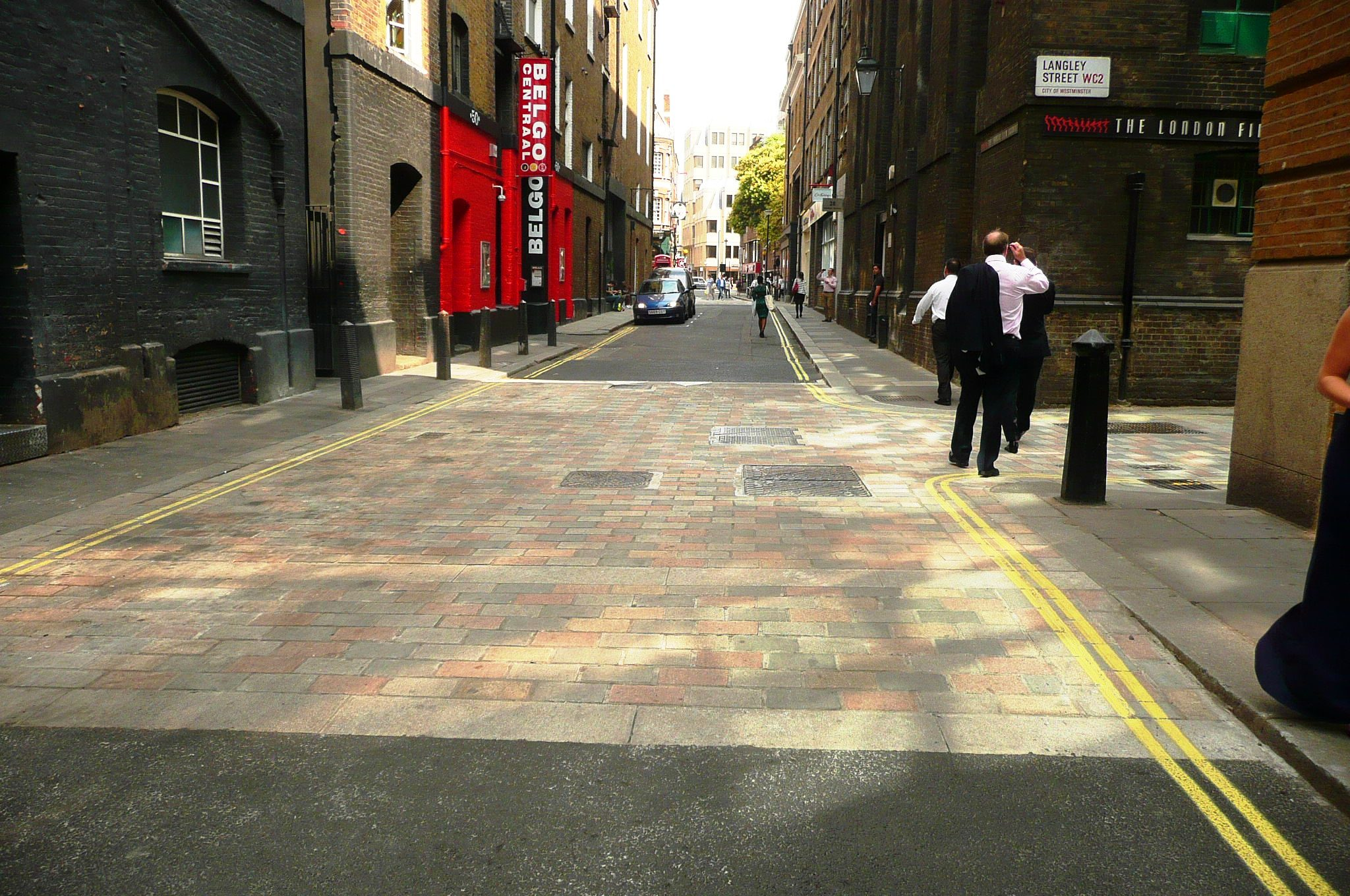Westminster amended their public realm manual 'The Westminster Way' to include the use of multi-coloured dressed setts.