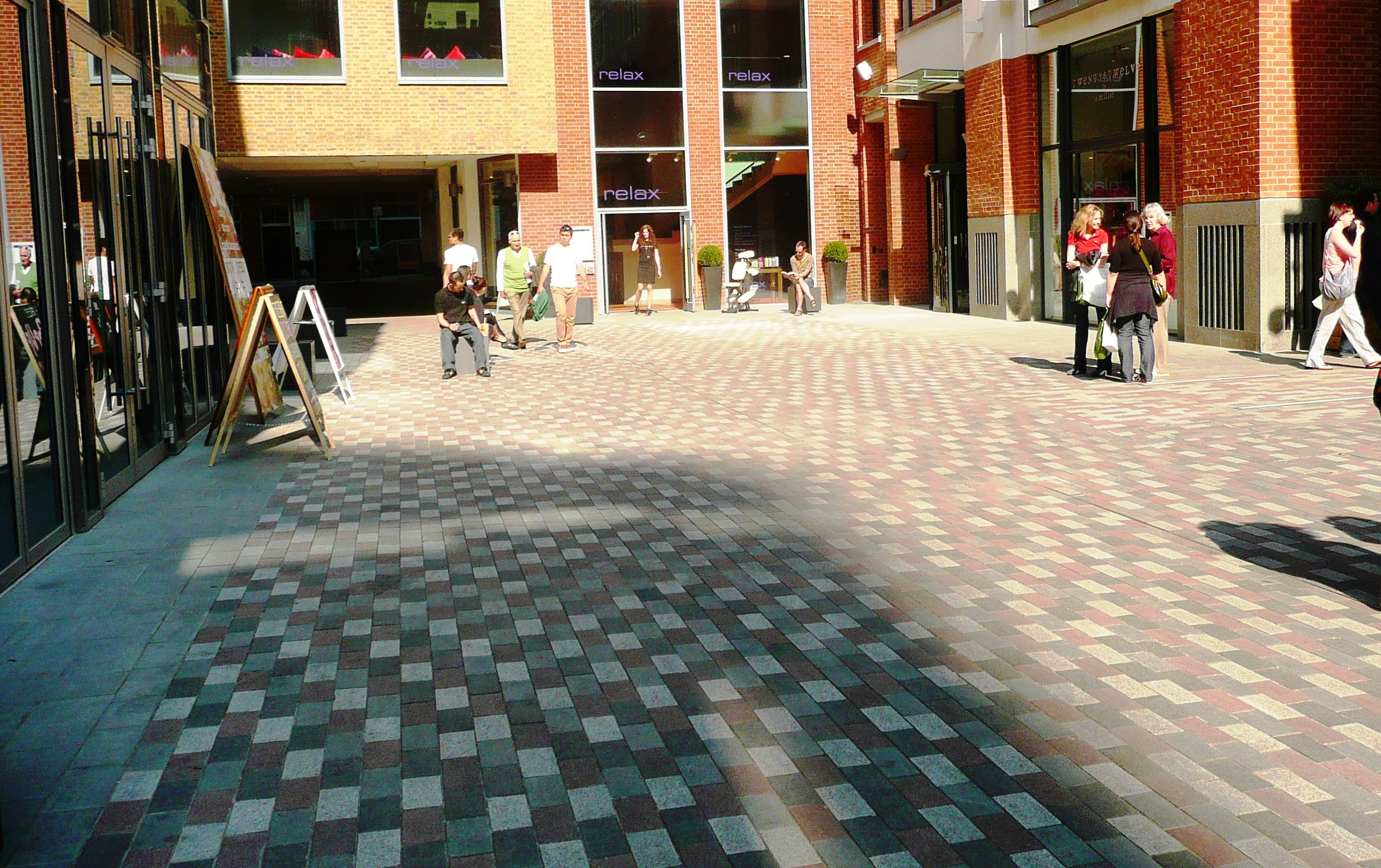 St Martin's Courtyard, Upper St Martin's Lane. Shaftesbury PLC and The Mercers' Company used multi-coloured dressed setts in their joint development.